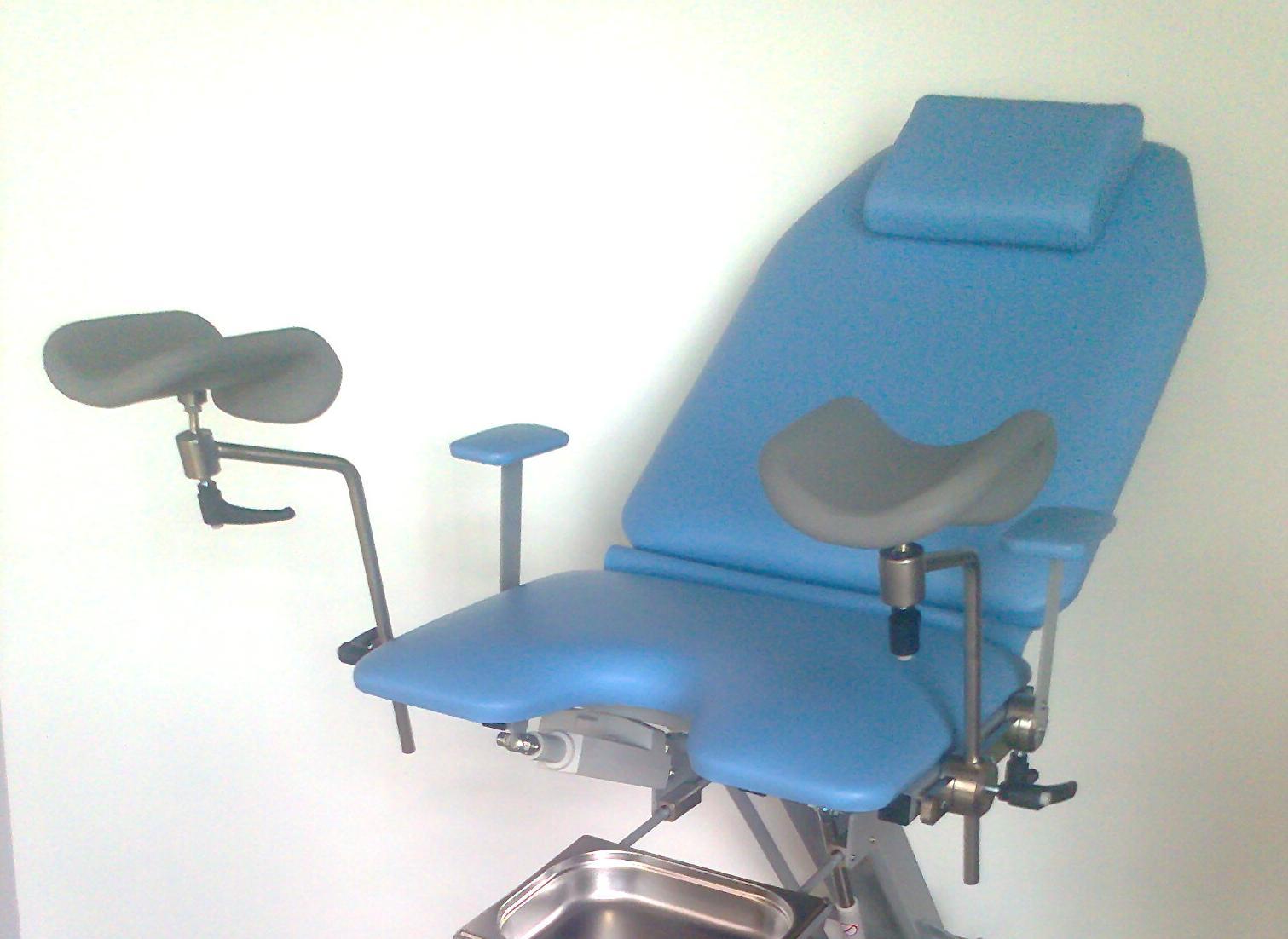Трахнули в попу на кресле гинеколога